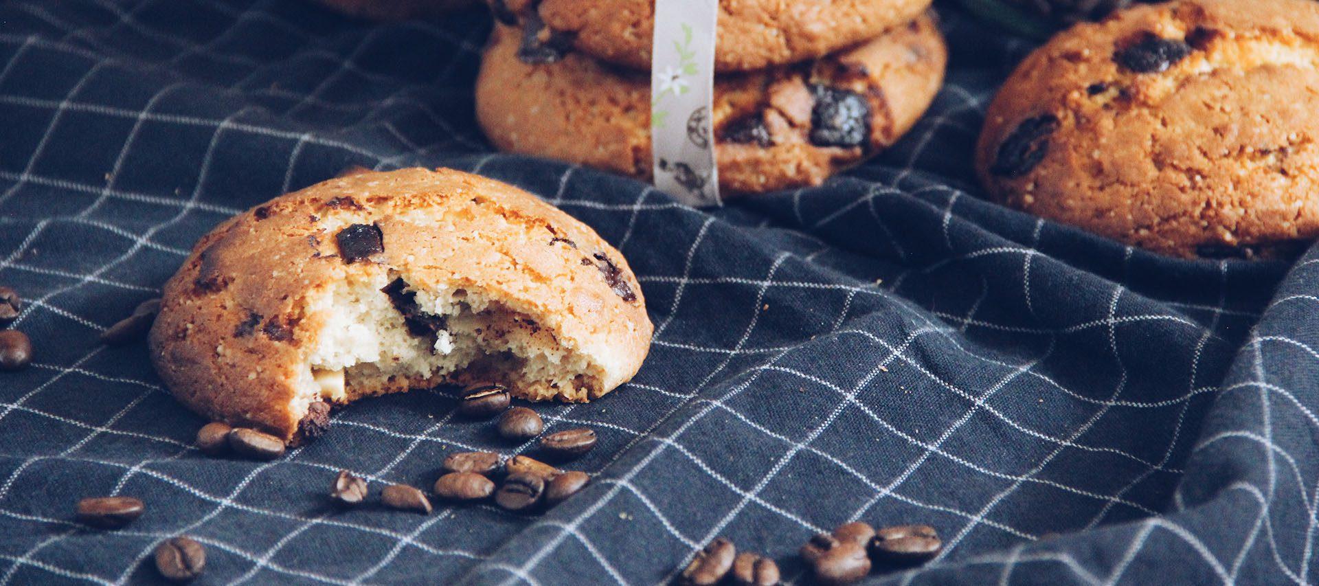 Kekse auf einer Tischdecke